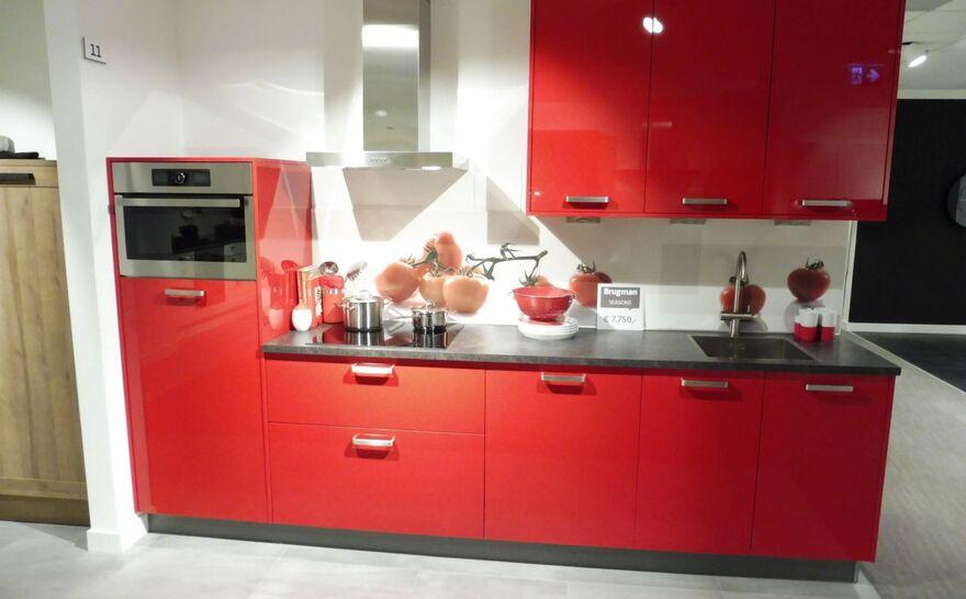 Showroomkeuken Marsrood hoogglans Brugman keukens en badkamers Zwolle