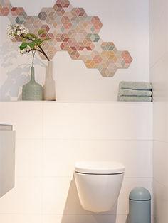 Badkamer met gekleurde mozaïek
