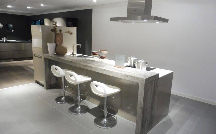 Showroomkeuken Brillant cubanit glanzend Brugman keukens en badkamers Zutphen