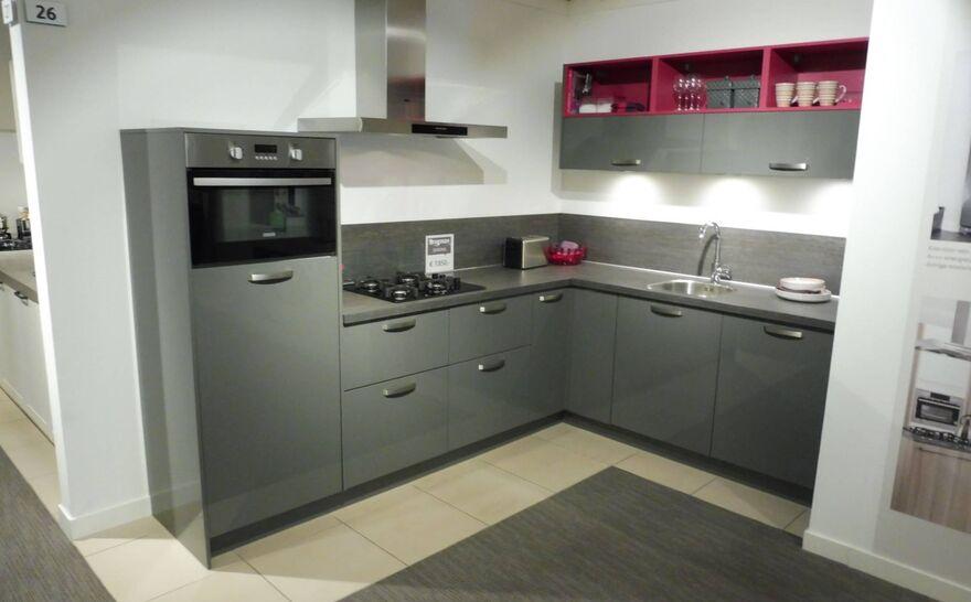 Showroomkeuken Antraciet hoogglans gelakt Brugman keukens en badkamers Utrecht