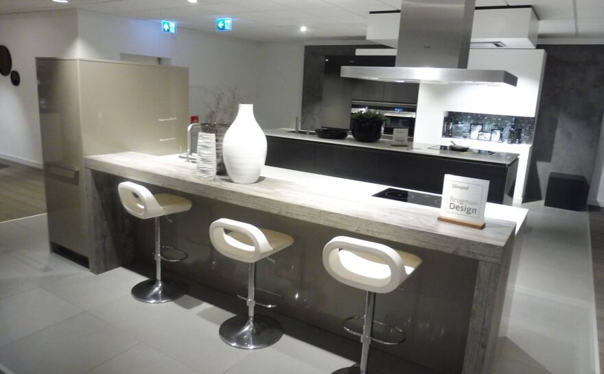 Showroomkeuken Brillant cubanit glanzend Brugman keukens en badkamers Arnhem