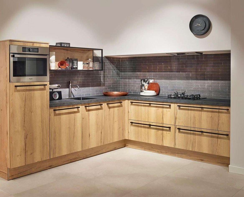 houten keuken met betonnen keukenblad