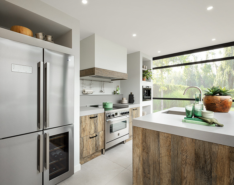 Houten keuken met kookeiland