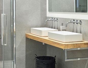 Beige details in de badkamer
