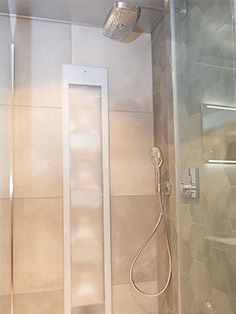 Sunshower in luxe badkamer