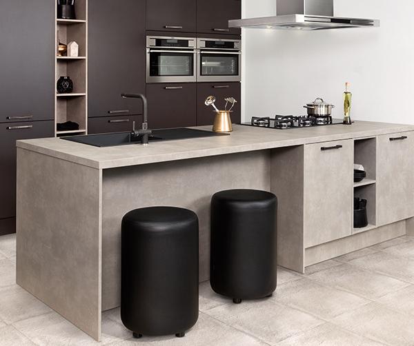 Antracieten elementen in de keuken