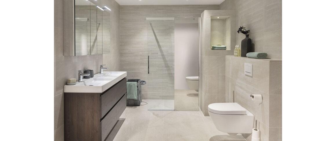Overzichtelijke badkamer
