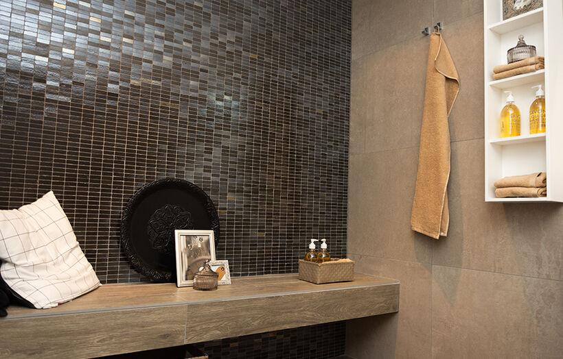 Donker hoogglans badkamer