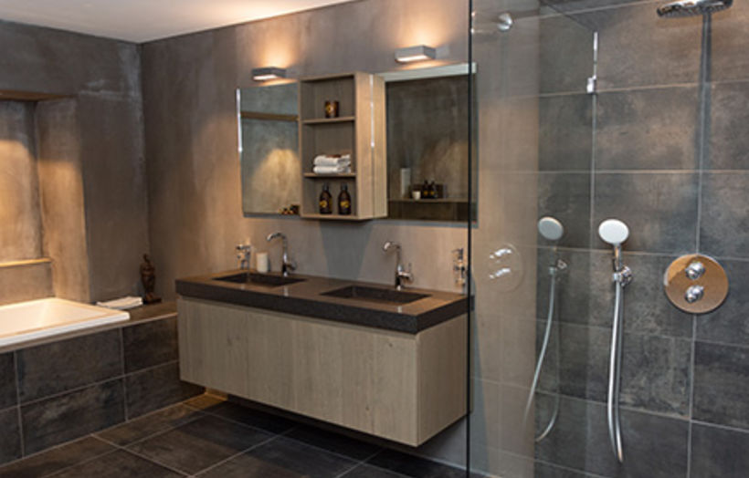 badkamer met hout en beton