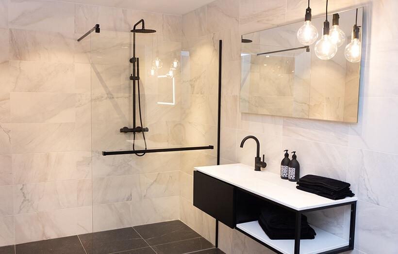 Glas in kleine badkamer
