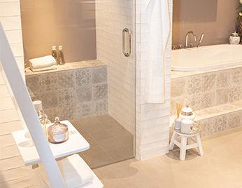 Badkamer met mozaïek tegels