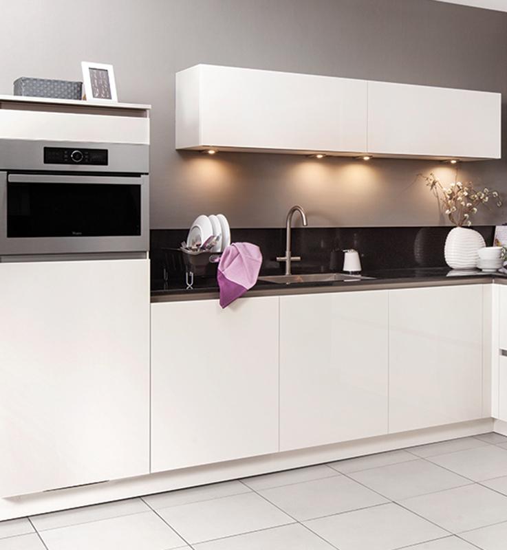 Witte keuken met andere kleuren