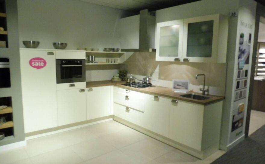 Showroomkeuken Vanille Brugman keukens en badkamers Hilversum