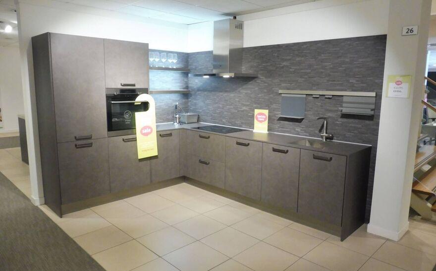 Showroomkeuken Spachteltechniek basalt Brugman keukens en badkamers Arnhem