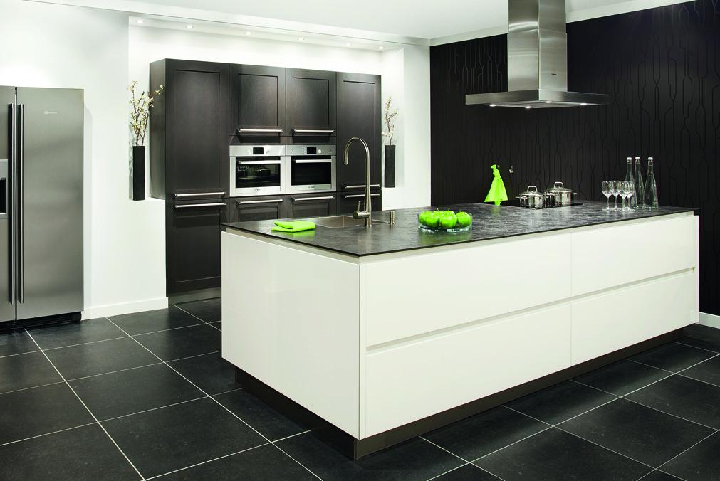 Greeploze keuken de kracht van het weglaten - Beeld van eigentijdse keuken ...