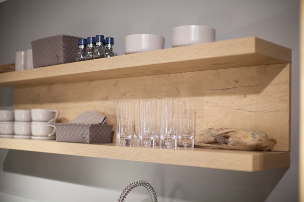 Wandplank Met Verlichting Keuken.Keukenaccessoires Centraal In Een Nis Of Op Een Wandplank